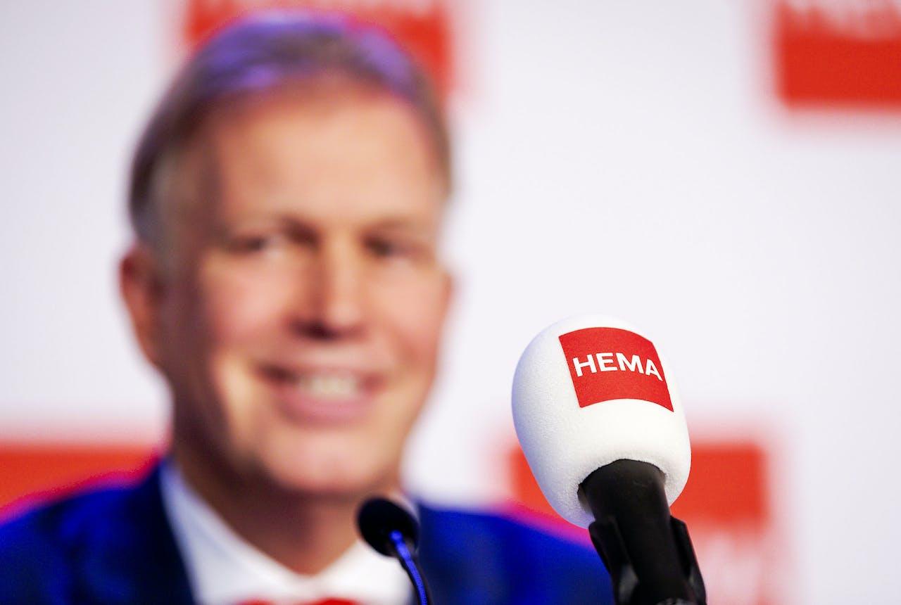 Marcel Boekhoorn tijdens de persconferentie over de overname van HEMA