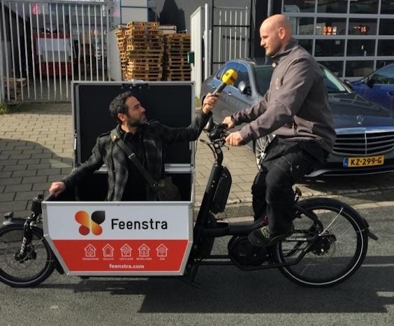 Monteur Jeff Tulp van Feenstra met BNR-verslaggever Jigal Krant