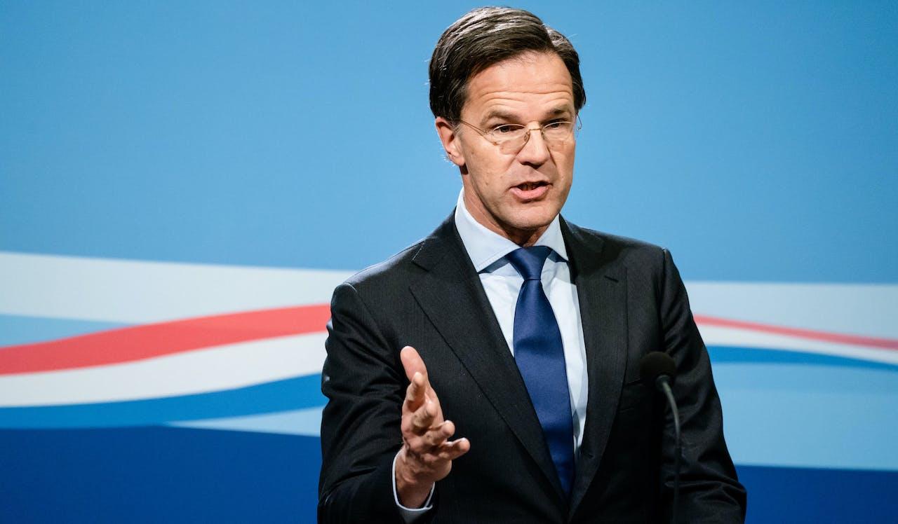 Premier Mark Rutte tijdens persconferentie na afloop van de wekelijkse ministerraad, die een dag eerder plaatsvond in verband met Goede Vrijdag.