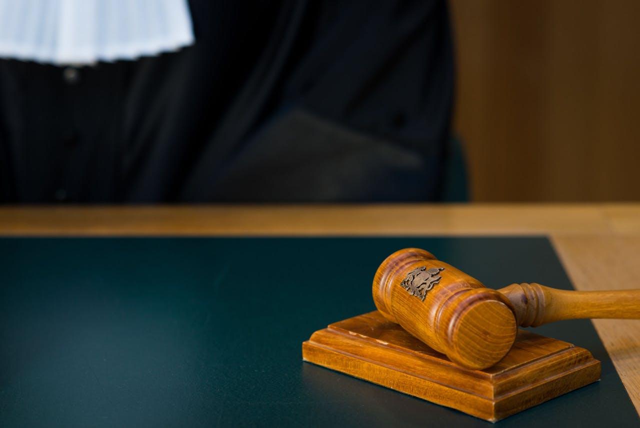 ILLUSTRATIE - Een rechter met wetboek in de rechtzaal. ANP XTRA ROOS KOOLE
