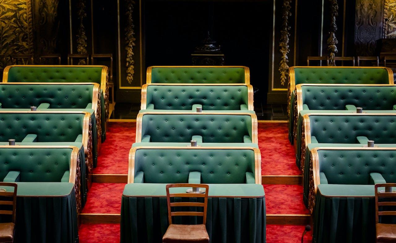 Een overzicht van de plenaire zaal van de Eerste Kamer.