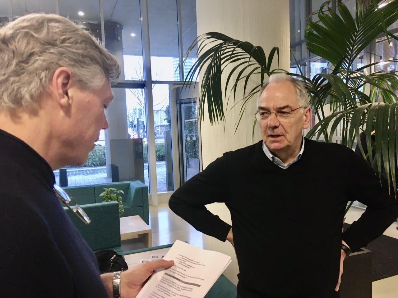 Roelof Hemmen en Frits de Lange, hoogleraar ethiek aan de Protestantse Theologische Universiteit.
