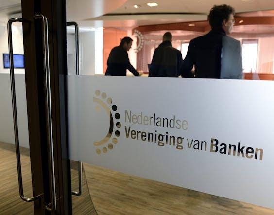 Entree van de Nederlandse Vereniging van Banken in Amsterdam
