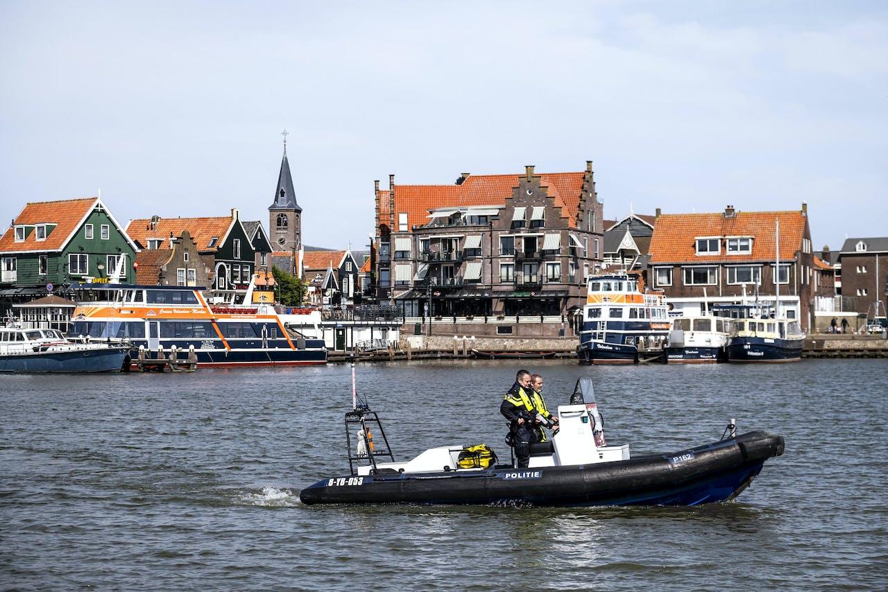 De gemeente Volendam gaat de pleziervaart tijdens het paasweekeinde de doorgang belemmeren