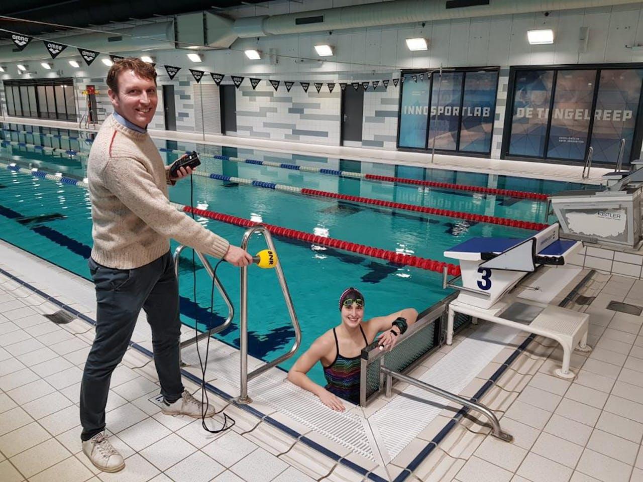 Vanwege de coronamaatregelen neemt Roald van der Vliet eenmalig de taak van Karlijn Meinders over. Hij spreekt zwemtalent Sam van Nunen.
