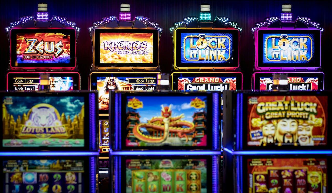 Gokkasten in een casino.