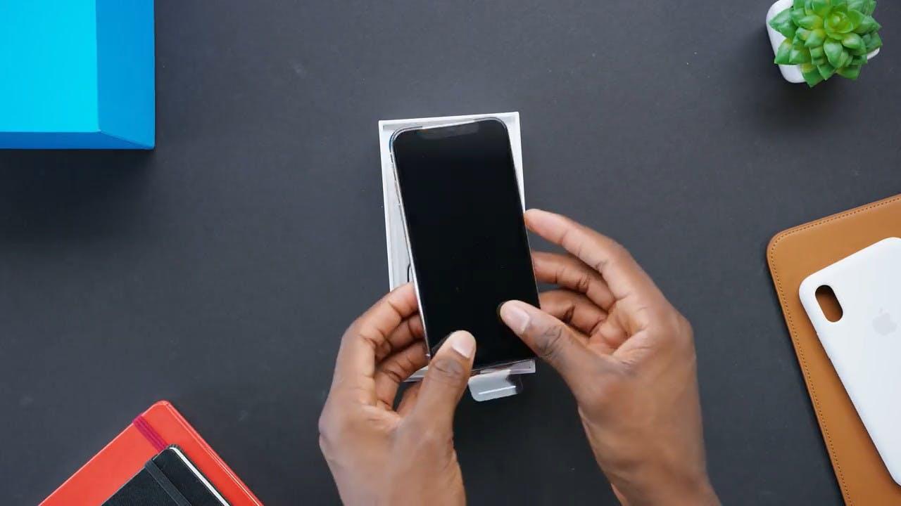 Screenshot van een van de vele online unboxingvideo's, in dit geval van de iPhone X.