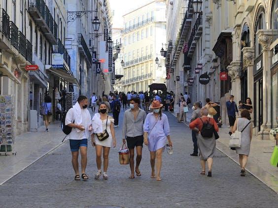 Straatbeeld van Lissabon in coronatijd.