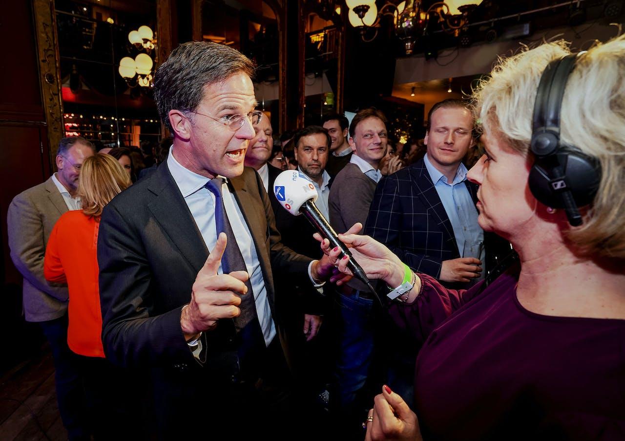 2019-03-20 23:24:53 UTRECHT - Lijsttrekker Mark Rutte van de VVD staat de pers te woord tijdens de uitslagenavond van de Provinciale Staten- en Waterschapsverkiezingen. ANP LEX VAN LIESHOUT