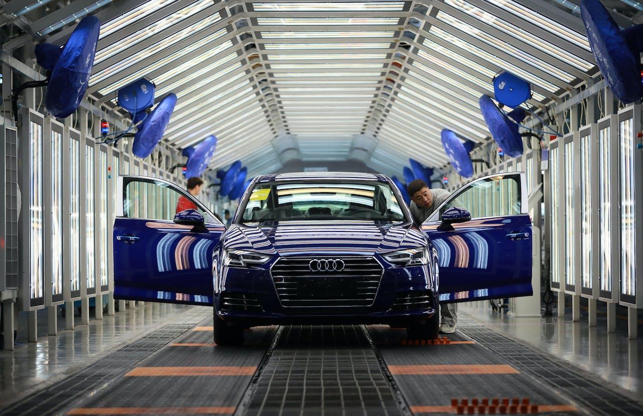 De Chinese overheid heeft ingegrepen op de automarkt omdat er een overcapaciteit was in de Chinese automobielindustrie.