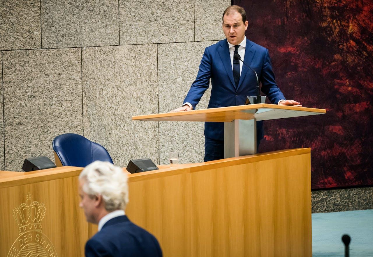 Lodewijk Asscher (PVDA) en Geert Wilders (PVV) in de Tweede Kamer tijdens een debat over institutioneel racisme in Nederland.