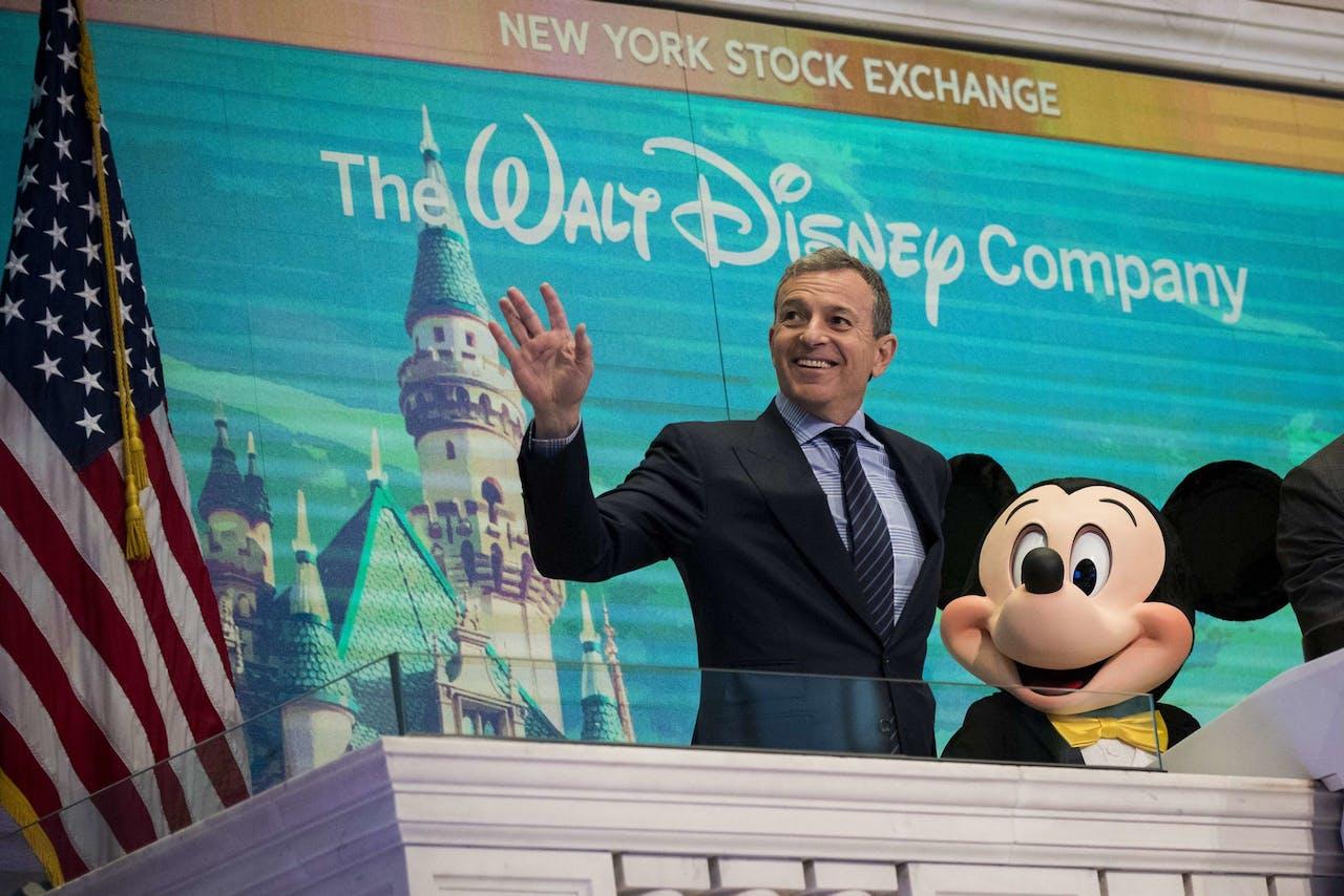 Van links naar rechts: Bob Iger, voorzitter van The Walt Disney Company en Mickey Mouse
