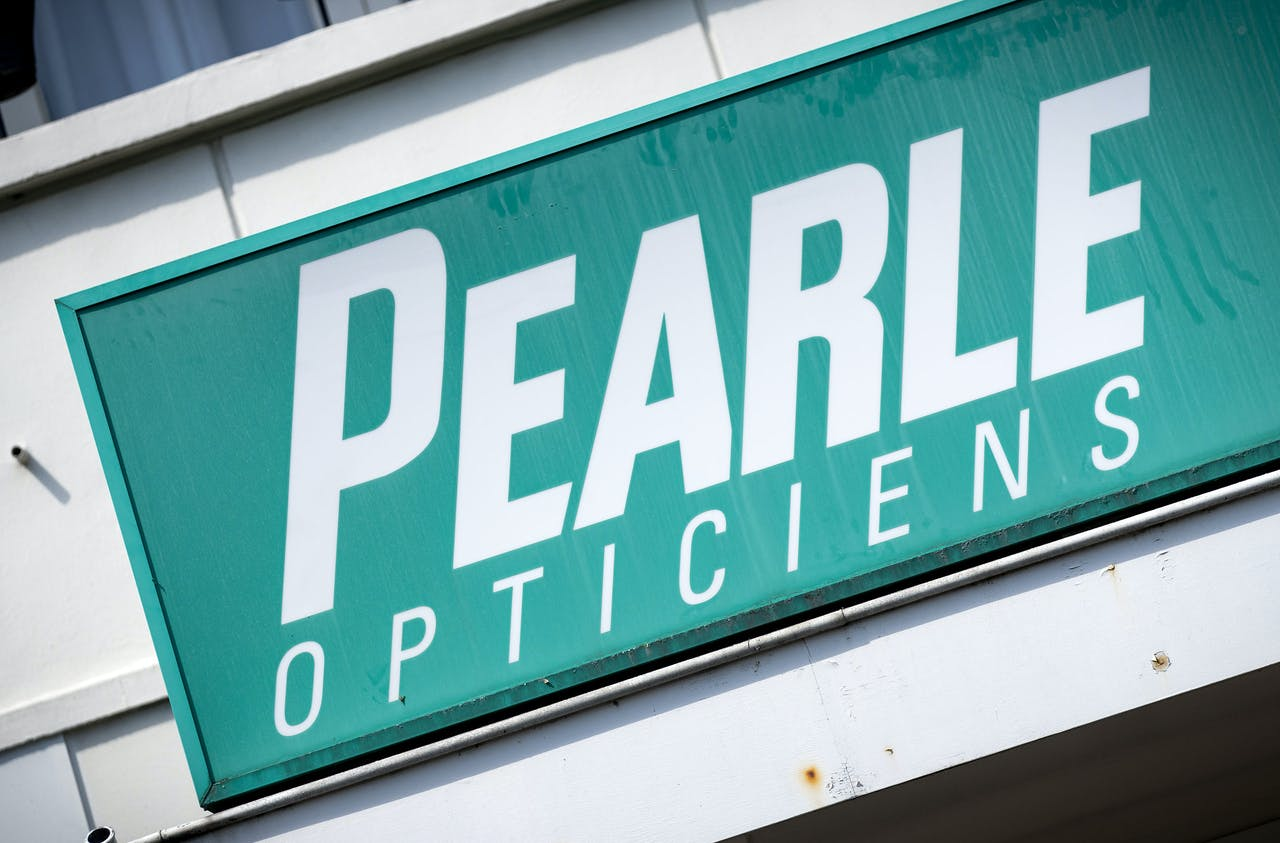 2020-08-08 14:16:17 DEN HAAG - Logo van een vestiging van optiekketen Pearle Opticiens, onderdeel van moederbedrijf GrandVision. ANP SEM VAN DER WAL