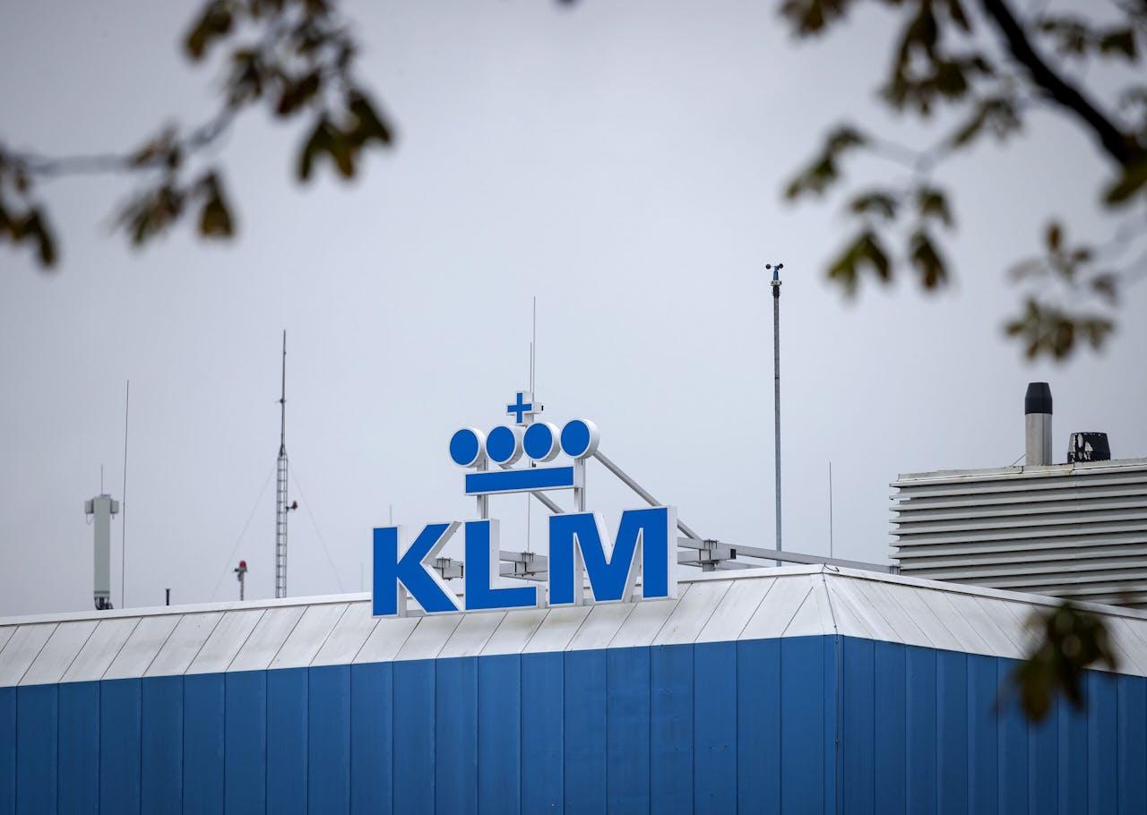 Logo op het hoofdkantoor van luchtvaartmaatschappij KLM.