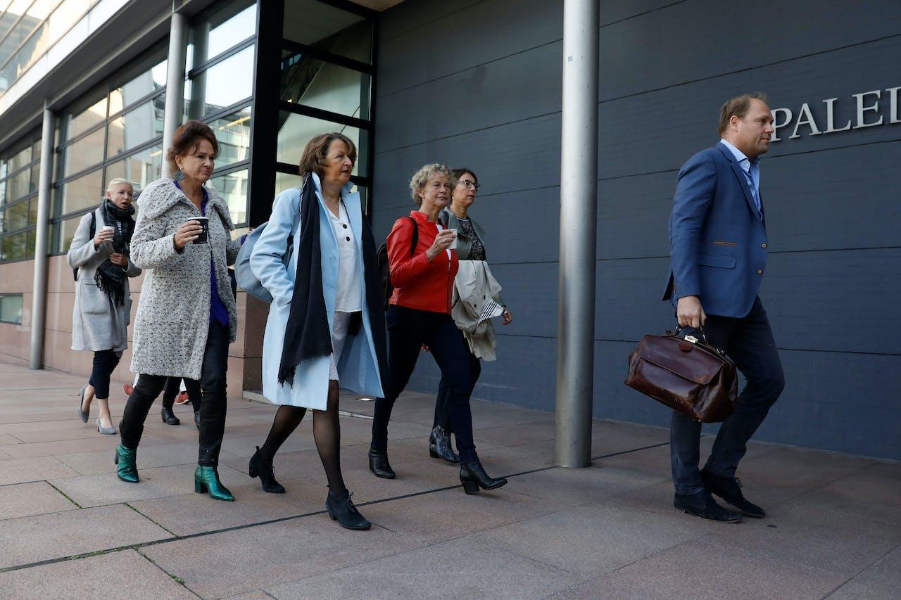 2018-09-26 09:07:37 DEN HAAG - Advocaat Benedicte Ficq arriveert bij het Gerechtshof voorafgaand aan de zitting tegen de tabaksindustrie. ANP BAS CZERWINSKI