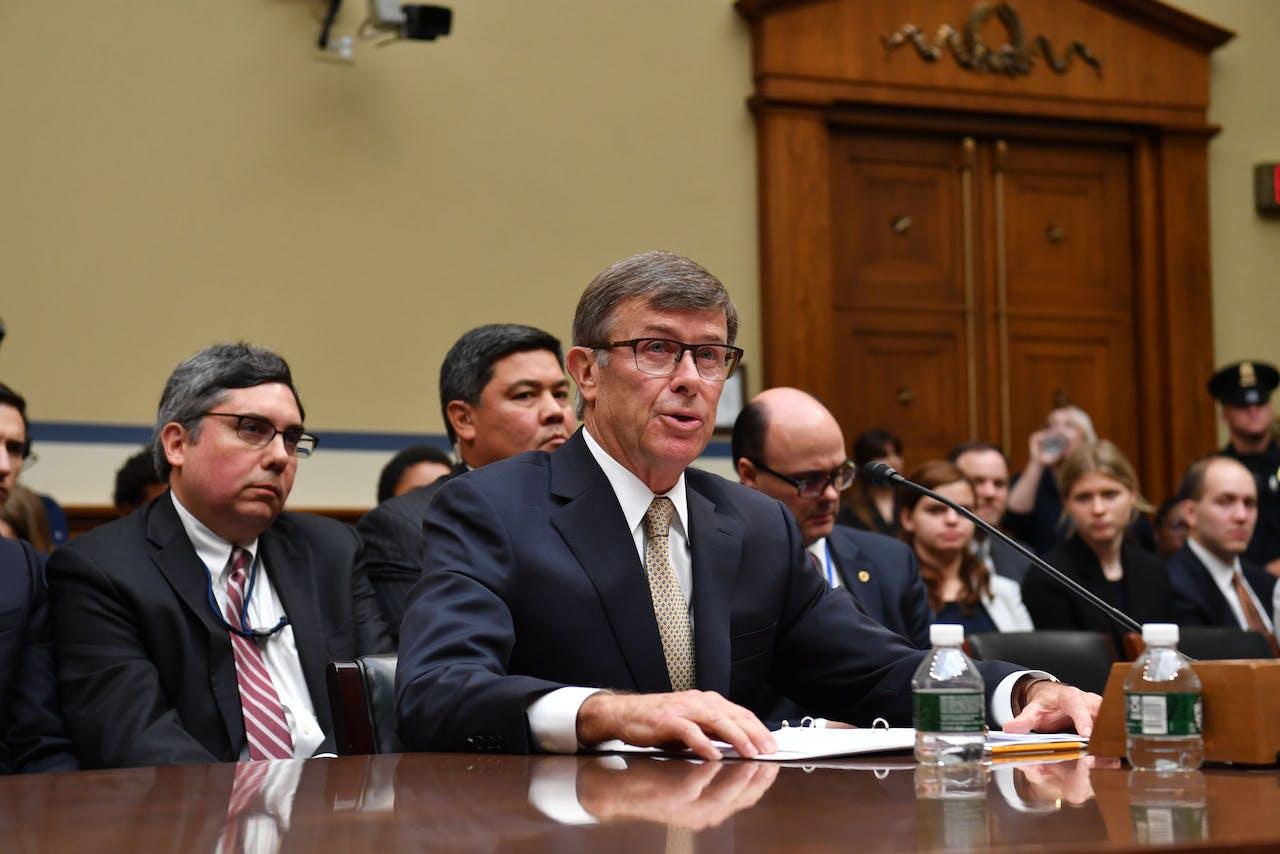 Directeur van de Nationale Inlichtingendienst Joseph Maguire getuigt voor het House Permanent Select Committee on Intelligence in Washington, DC.