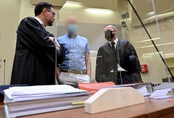 Mark Schmidt (geblurred in het midden) wordt verdacht van het opzetten van een internationaal bloeddopingnetwerk.