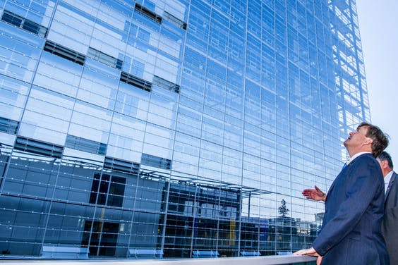 Koning Willem-Alexander tijdens de opening van het nieuwe gebouw European Patent Office Rijswijk
