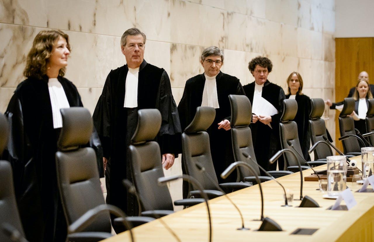 Voorzitter Kees Streefkerk (m) van de Hoge Raad voorafgaand aan de uitspraak van de Hoge Raad in de Urgenda-zaak