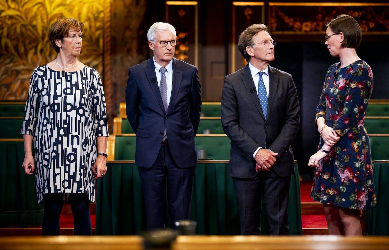 Annemarie Jorritsma (VVD), Ben Knapen (CDA), Joris Backer (D66) en Mirjam Bikker (ChristenUnie) tijdens de uitslag voor de Eerste Kamerverkiezingen in de plenaire zaal van de Eerste Kamer.
