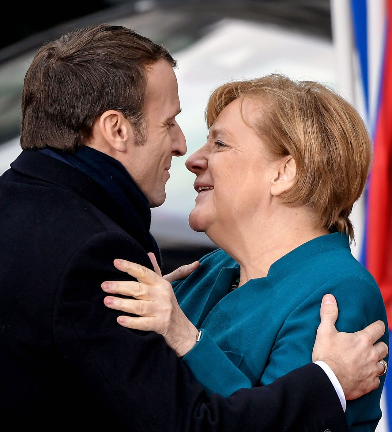 2019-01-22 10:45:59 epa07309228 German Chancellor Angela Merkel (R) and French President Emmanuel Macron (L) greet each other as they arrive for the signing of a new Franco-German friendship treaty in Aachen, Germany, 22 January 2019. President Macron and Chancellor Merkel signed a new friendship treaty, intended to supplement the 1963 Elysee Treaty, pledging to provide deeper economic and defense ties and commitment to the EU. EPA/SASCHA STEINBACH
