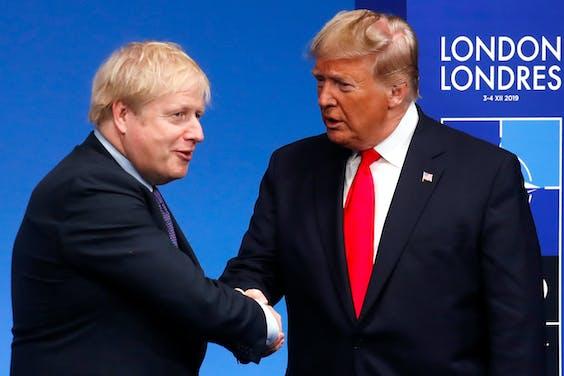 De Britse premier Boris Johnson (L) en president Trump tijdens de NAVO-top in Londen in 2019