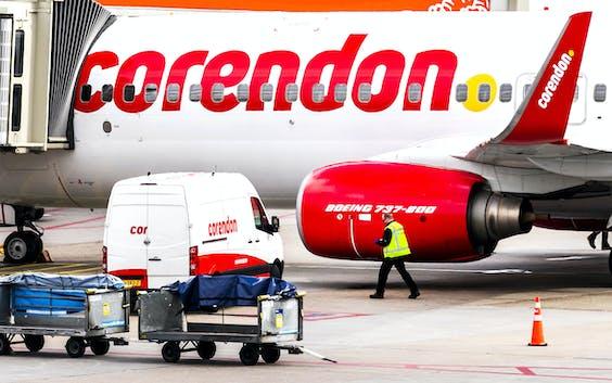 Een toestel van Corendon bij Schiphol.