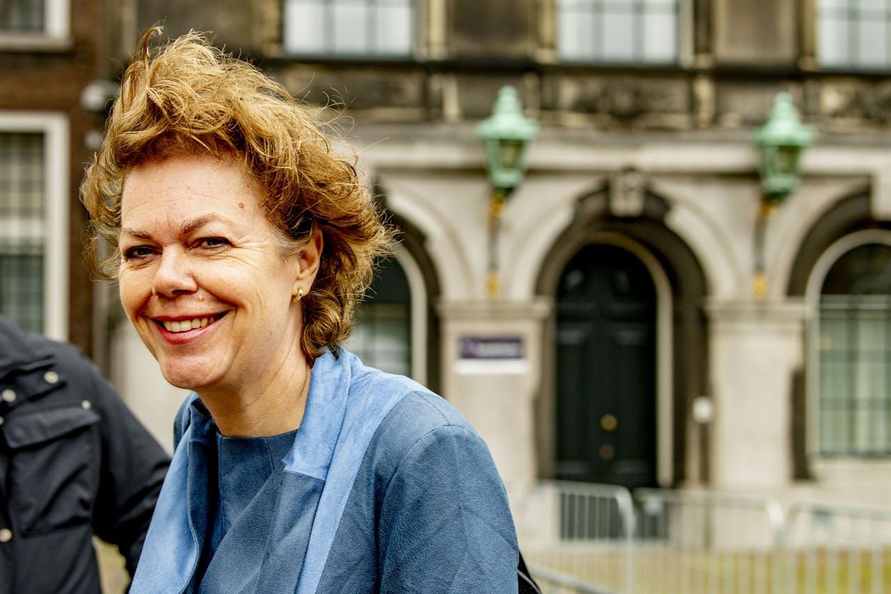 Ingrid Thijssen en Tuur Elzinga, voorzitters van de Stichting van de Arbeid, worden ontvangen door informateur Mariette Hamer