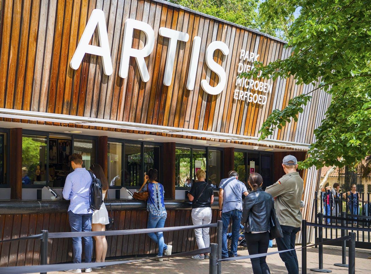 AMSTERDAM - Entree van dierentuin Artis in Amsterdam.