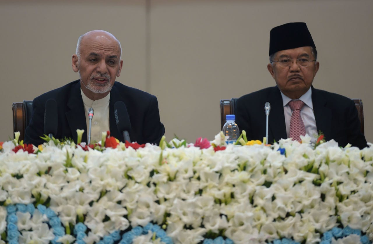 De Afghaanse president Ashraf Ghani (L) vandaag tijdens de Kabul Process conference.
