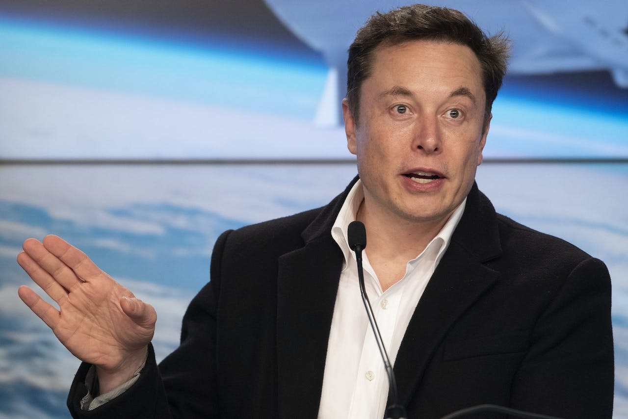 2019-03-02 11:28:34 (FILES) In this file photo taken on March 2, 2019 SpaceX chief Elon Musk speaks during a press conference after the launch of SpaceX Crew Dragon Demo mission at the Kennedy Space Center in Florida. Lawyers for Tesla chief Elon Musk on March 11, 2019 argued that US regulators overstepped their bounds by calling for him to be held in contempt for a tweet. Jim WATSON / AFP