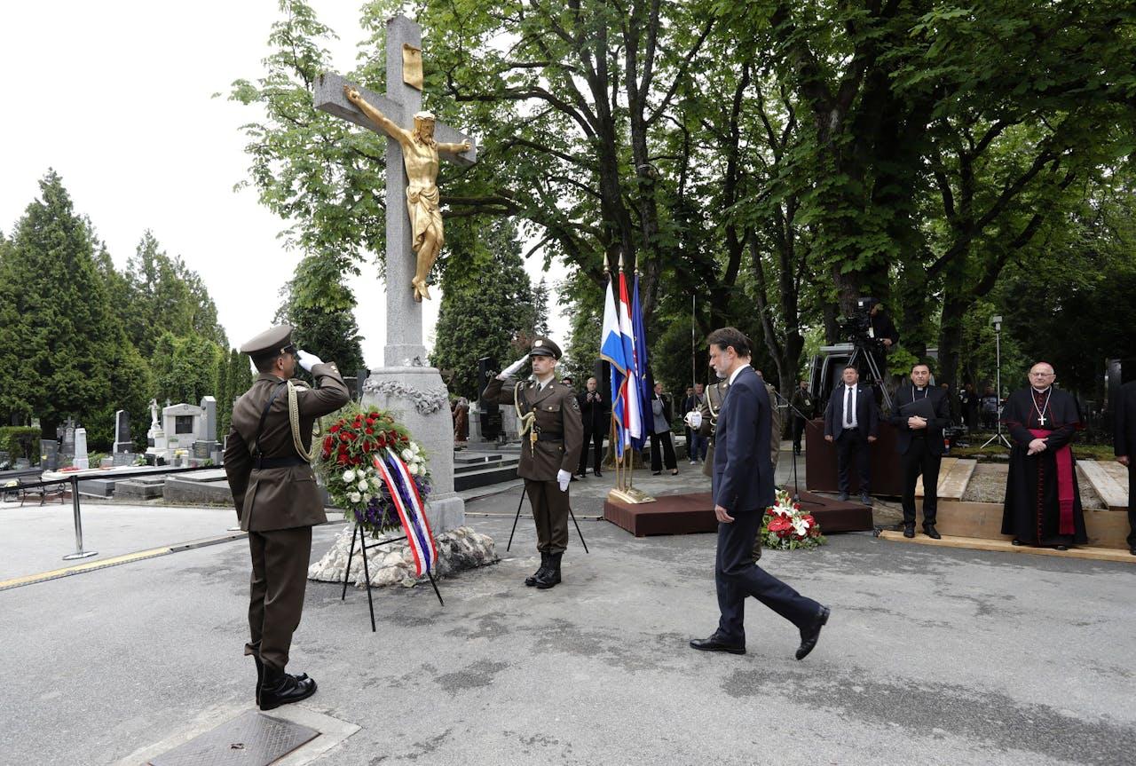 De voorzitter van het Kroatische parlement, Gordan Jandrokovic, woont een herdenkingsdienst bij in de Kroatische hoofdstad Zagreb, waar op het Mirogoj-kerkhof de slachtoffers van de Bleiburg-terugtocht werden herdacht.