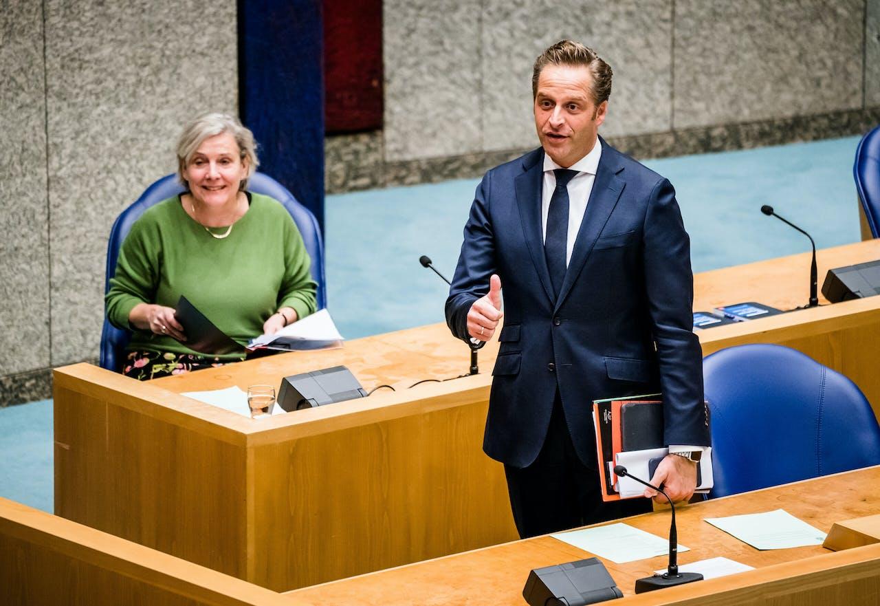 Minister Ank Bijleveld van Defensie en Minister Hugo de Jonge van Volksgezondheid, Welzijn en Sport.