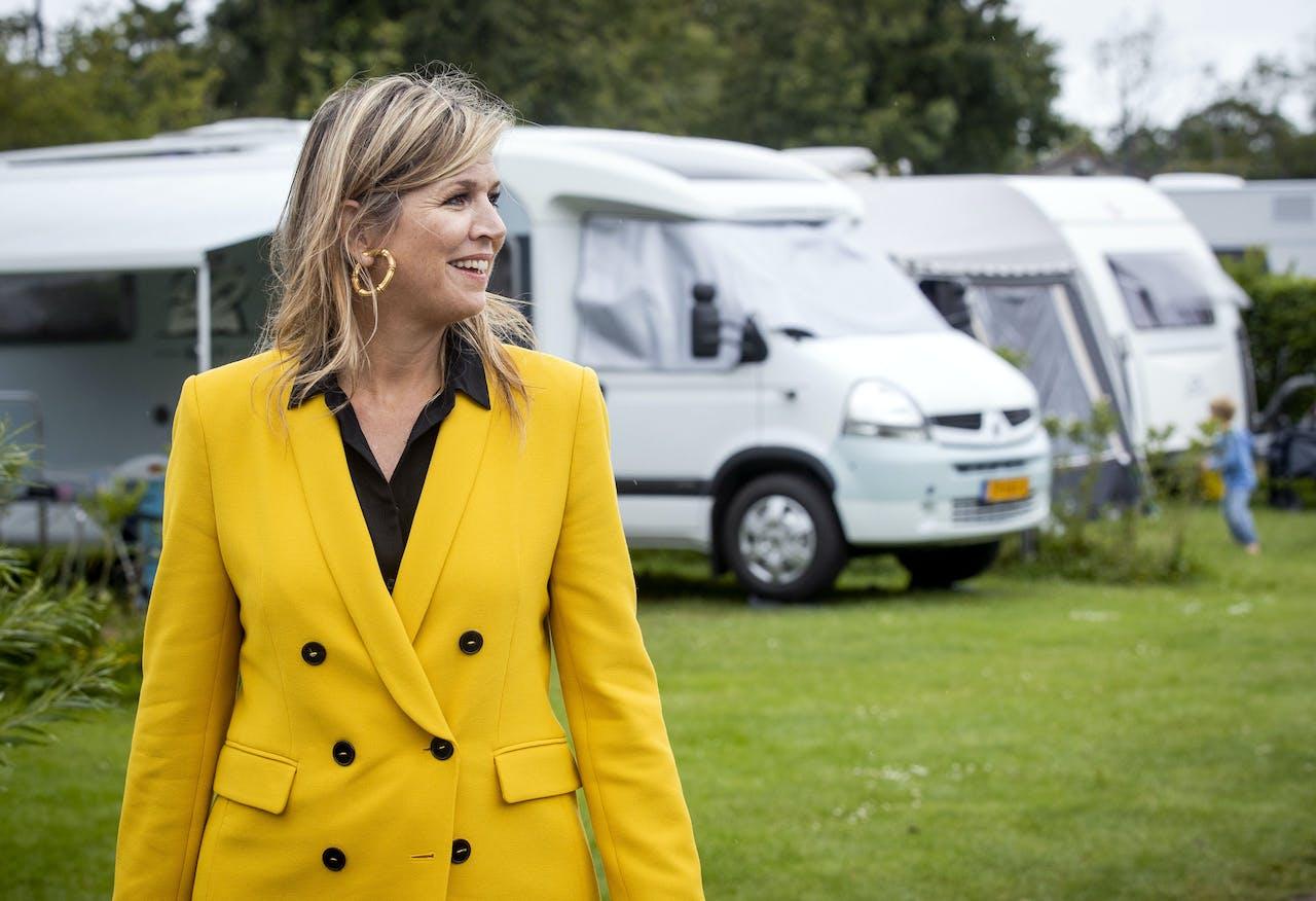 OOSTKAPELLE - Ook de Koninklijke Familie houdt van campers. Koningin Maxima bezoekt camping Ons Buiten. De koningin brengt een werkbezoek aan de toeristische sector in de provincie Zeeland.