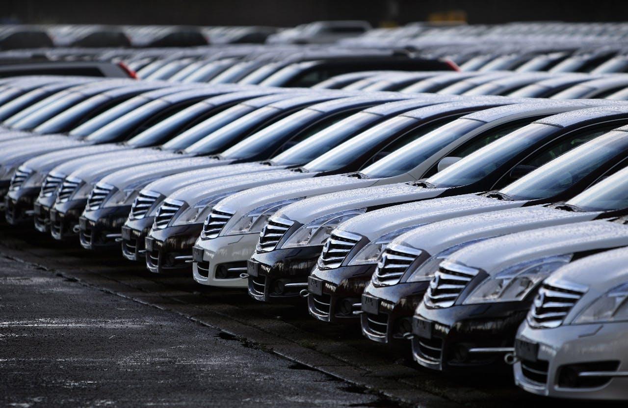 Nissan-auto's in afwachting van transport naar Duitsland en Oost-Europa.