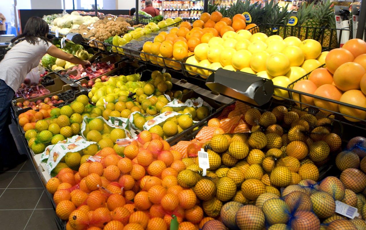 Hoofddorp - Fruits bij een vestiging van Albert Heijn in Hoofddorp.