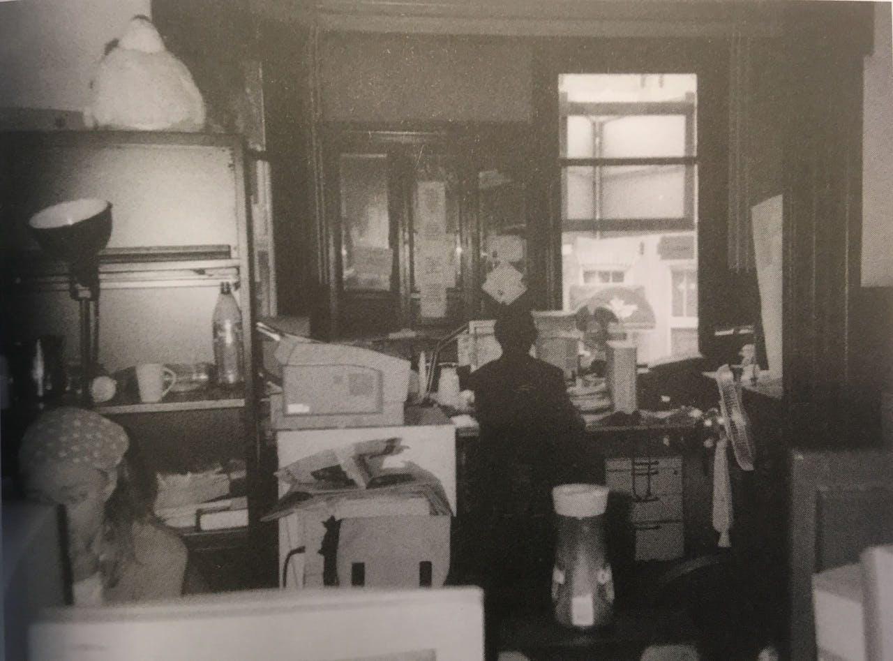 De twee kamers 'en suite' die de eerste redactiezaal vormden.