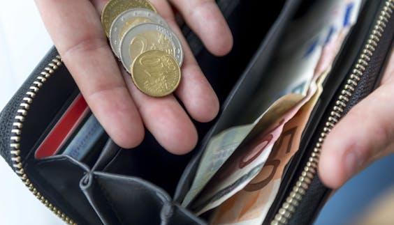 Een huishoudboekje met een overzicht van alle inkomsten en uitgaven.