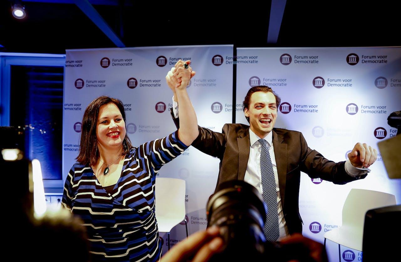 Thierry Baudet en Annabel Nanninga van Forum voor Democratie tijdens de uitslagenavond van de gemeenteraadsverkiezingen.
