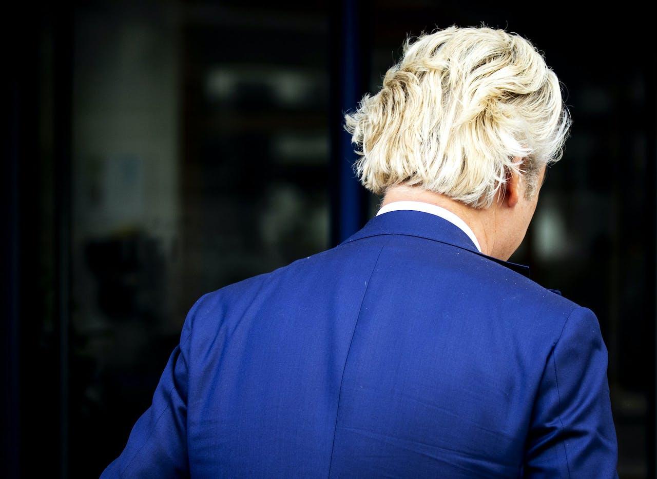 PVV-leider Geert Wilders doet aangifte tegen DENK-fractievoorzitter Farid Azarkan om het plan nepadvertenties te gaan inzetten tijdens de campagne voor de Tweede Kamerverkiezingen.