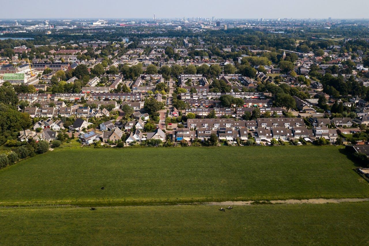 Een dronefoto van een woonwijk in Vleuten.