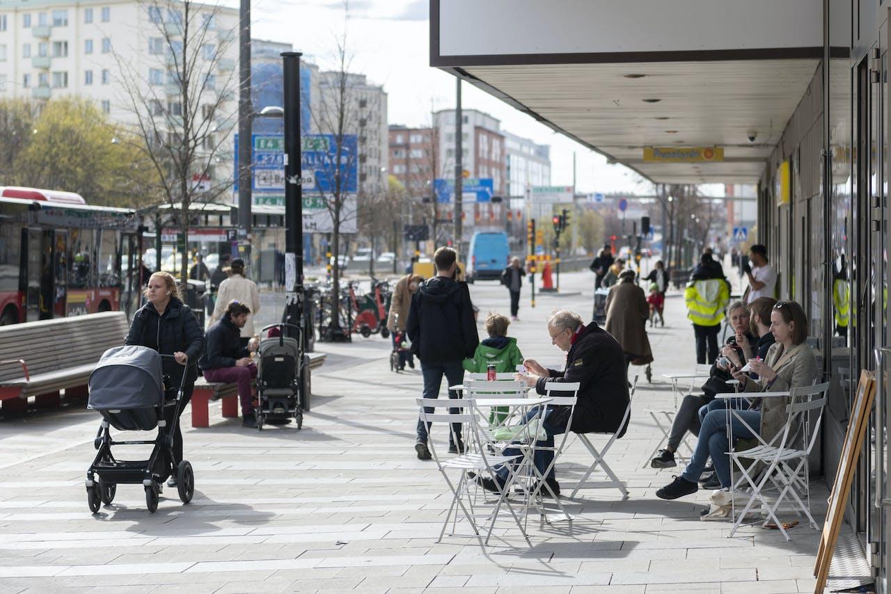 In Stockholm gaat het dagelijks leven nog grotendeels gewoon door.