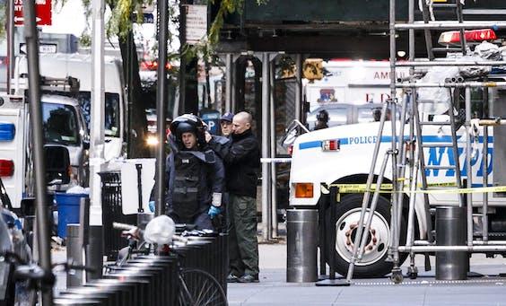 Bij de CNN-kantoren in het Time Warner Center wordt gezocht naar explosieven.