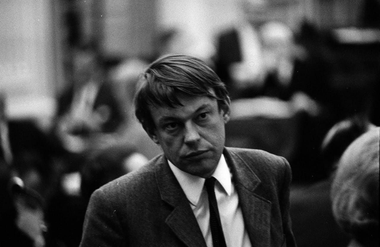 Hans van Mierlo in 1968, toen fractieleider van D66
