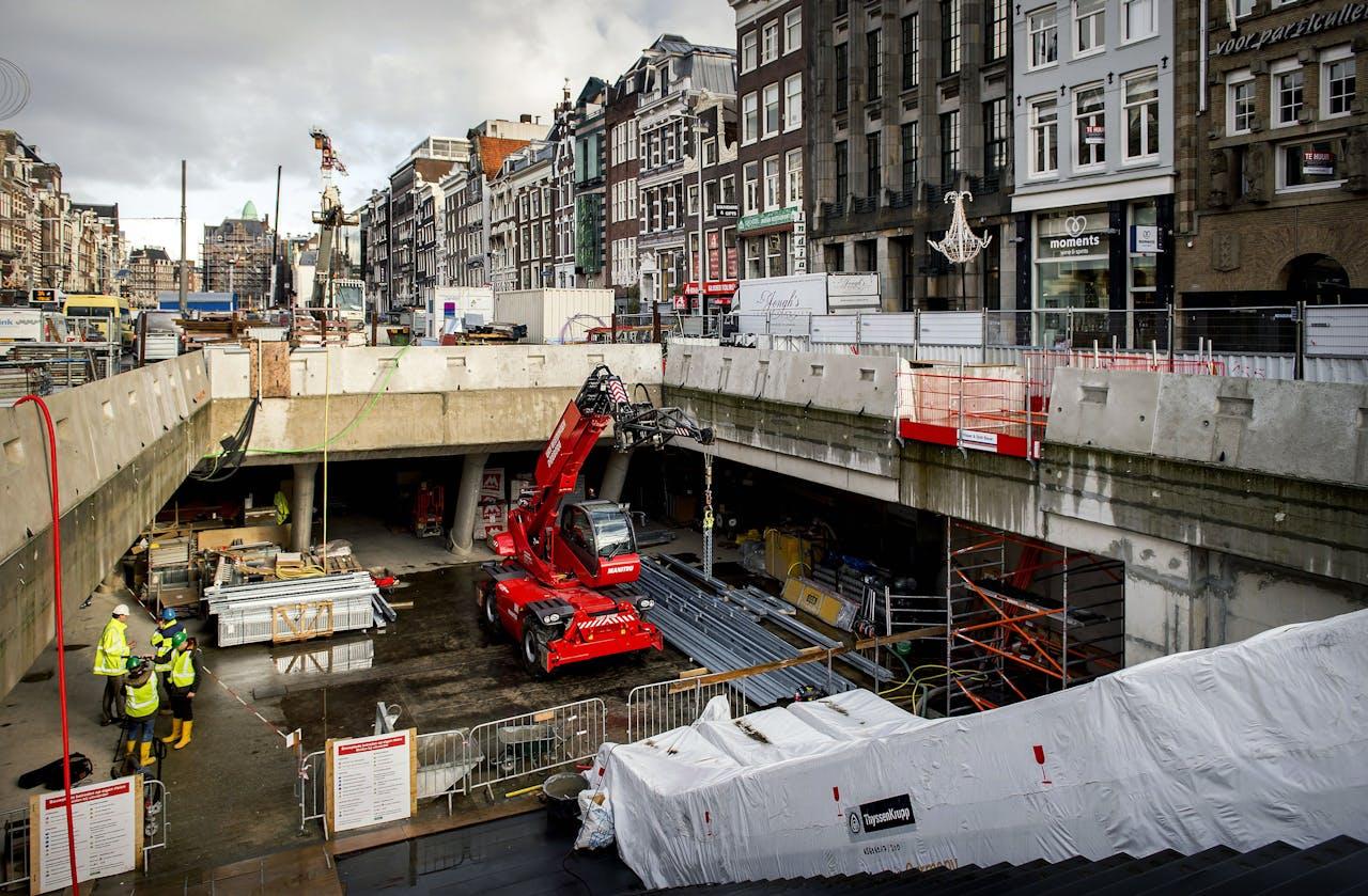 AMSTERDAM - Het station van de Noord/Zuidlijn op het Rokin. Na tien jaar van werkzaamheden gaat de stroomvoorziening aan voor de Noord/Zuidlijn. ANP KOEN VAN WEEL