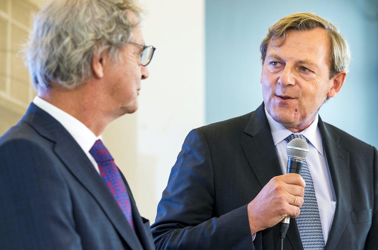 Frits van Bruggen, directeur van de ANWB, spreekt tijdens het startsein voor de Mobiliteitsalliantie 'Vooruit', waarin auto, tweewieler, transport en openbaar vervoer zijn verenigd.