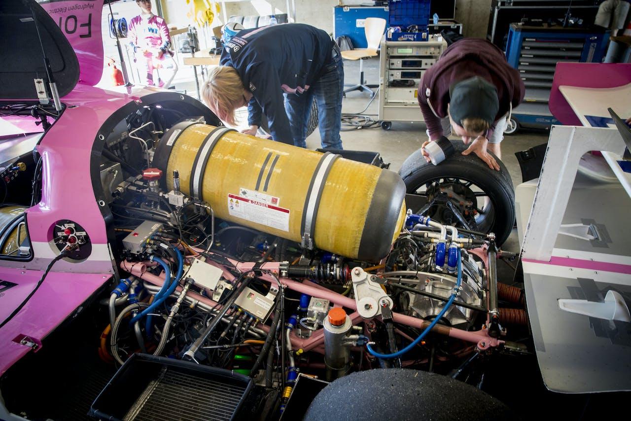Een waterstofmotor, specifieke technologie die gespecialiseerd personeel vergt.
