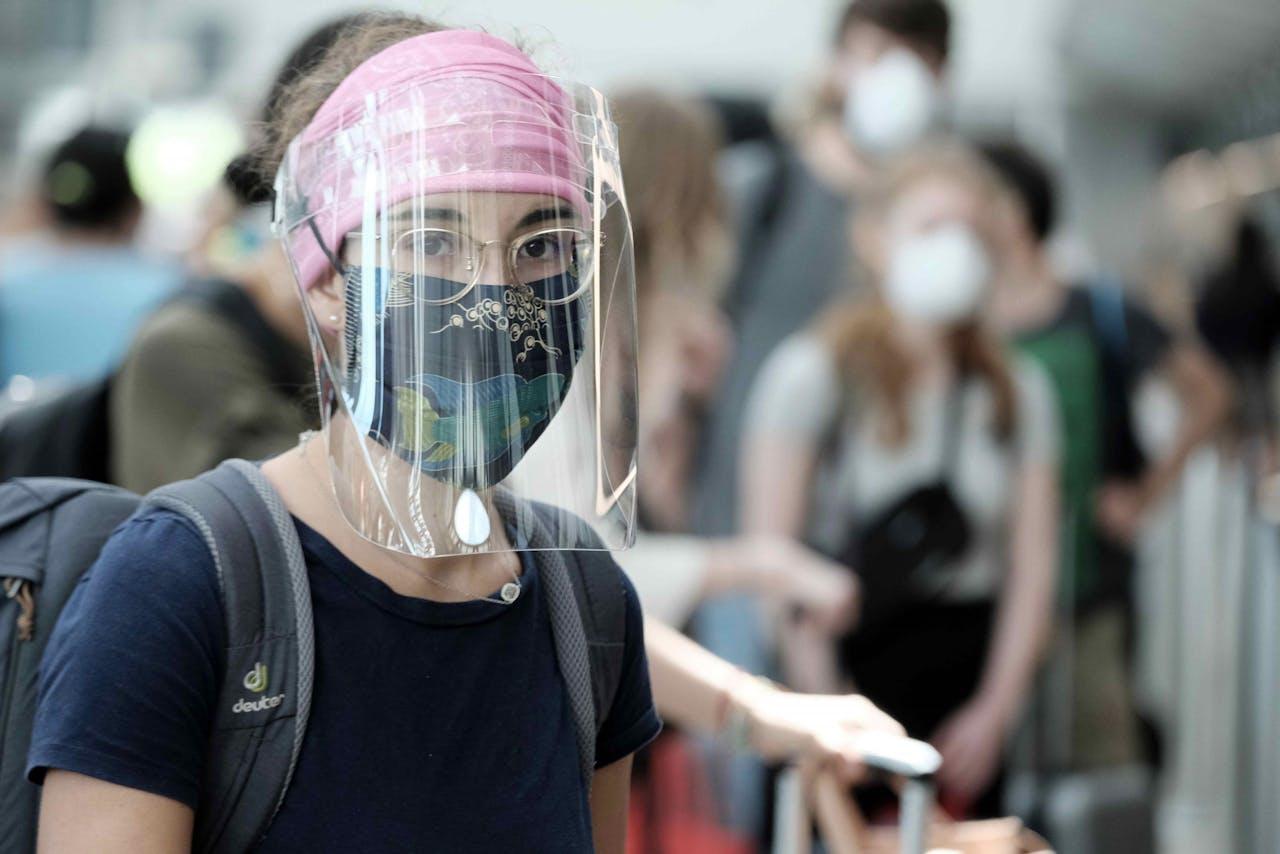 Vrouw met beschermingsmateriaal