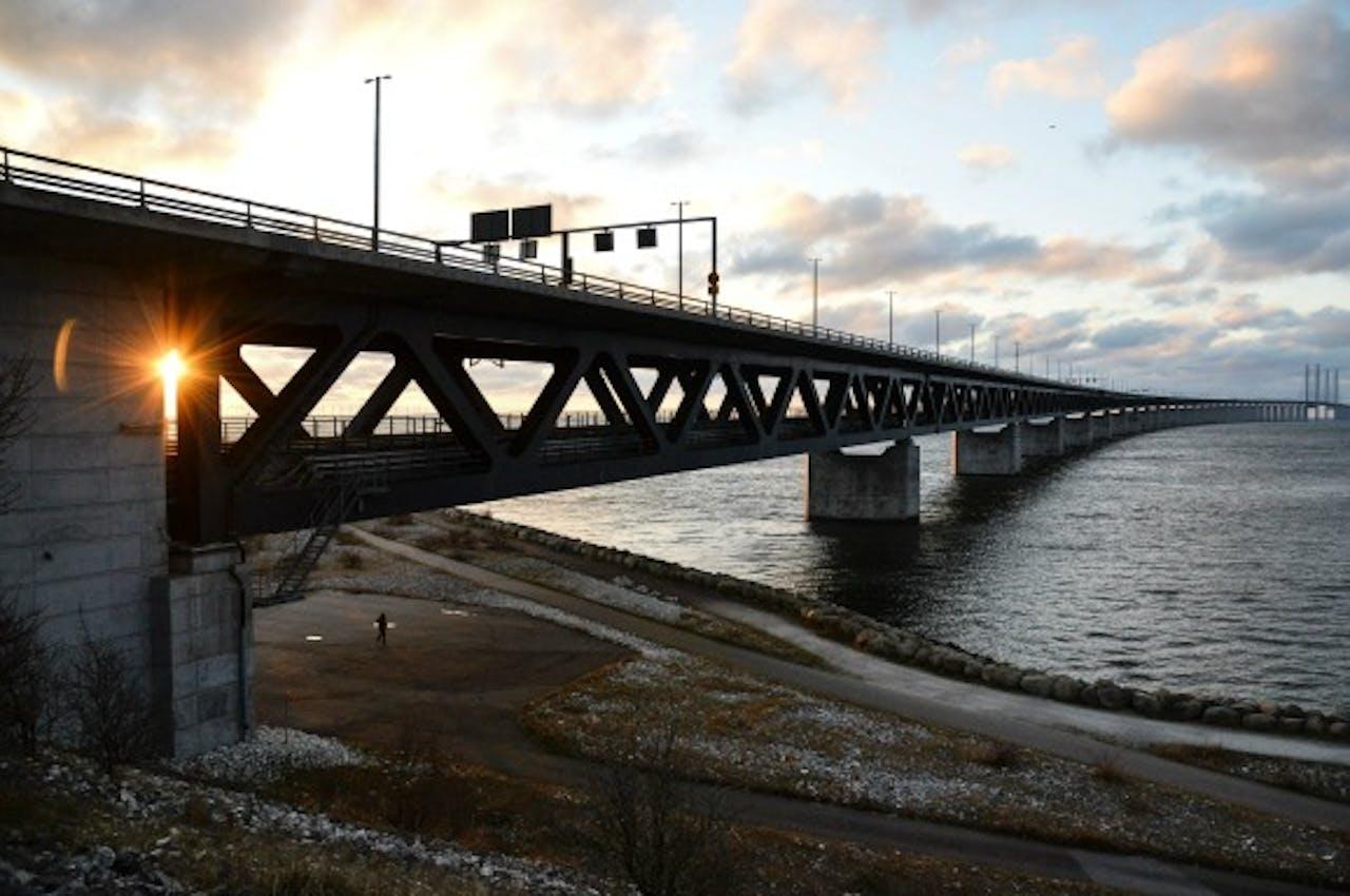De brug tussen Zweden en Denemarken. De Zweedse autoriteiten hebben grenscontroles ingevoerd.