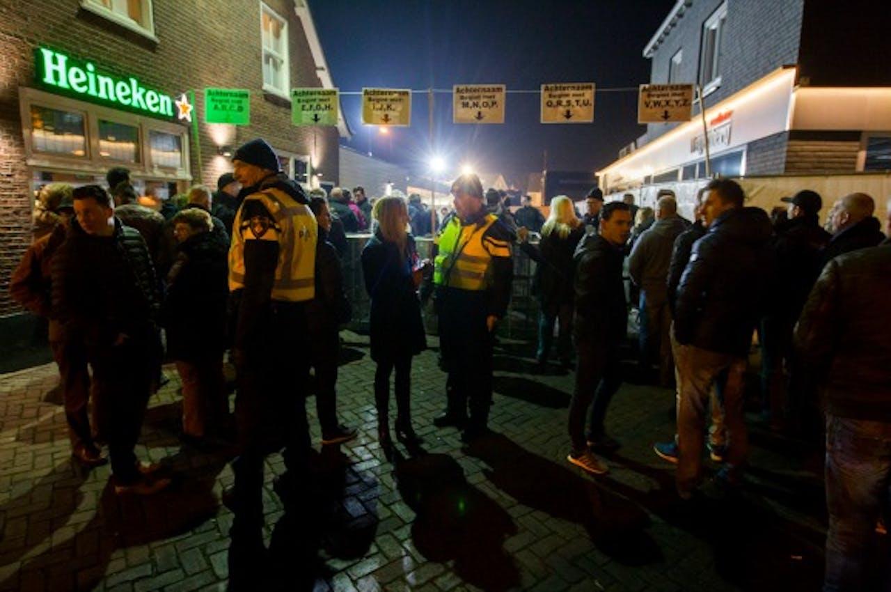 Extra politie op de been bij inspraakavond mogelijk azc in Heesch. Foto ANP